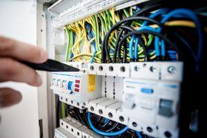 » Revisió guies tècniques del Reglament Electrotècnic de Baixa Tensió.