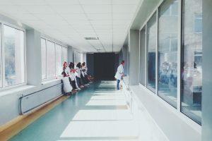 » Guia tècnica d'eficiència energètica en il·luminació. Hospitals i centres d'atenció primària.