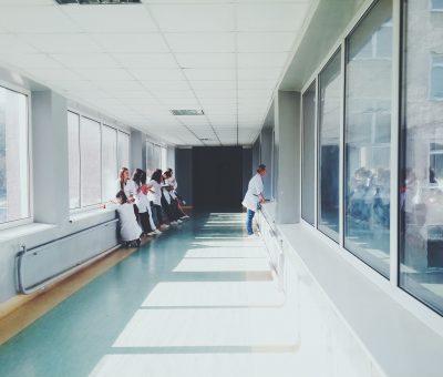 »  Guía técnica de eficiencia energética en iluminación. Hospitales y centros de atención primaria.